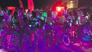 """Bike Liton """"Bikes with lights at night"""" : Parade colorée et bonne ambiance !"""
