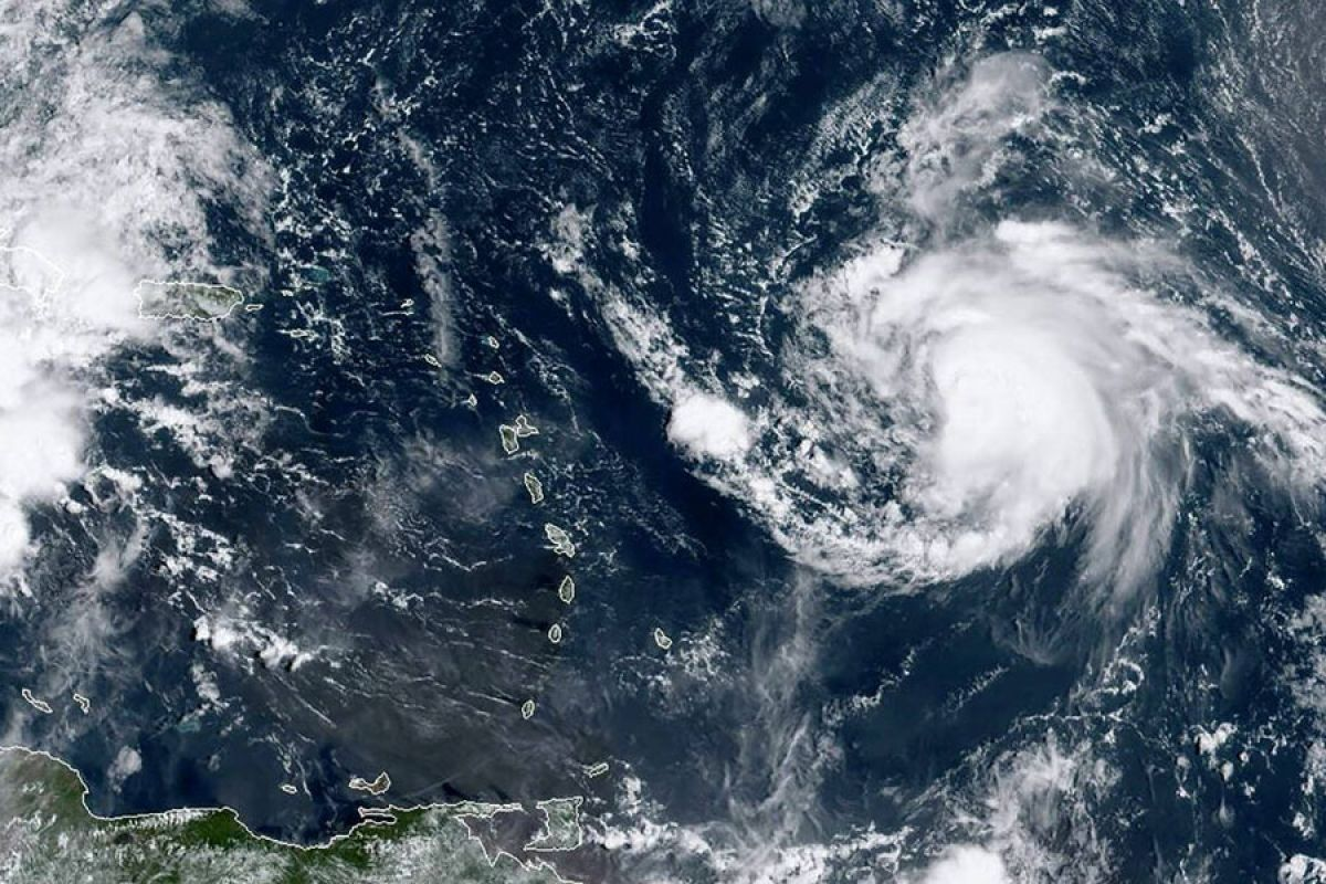 Ouragan Jerry : Le risque semble s'éloigner mais la vigilance reste de mise