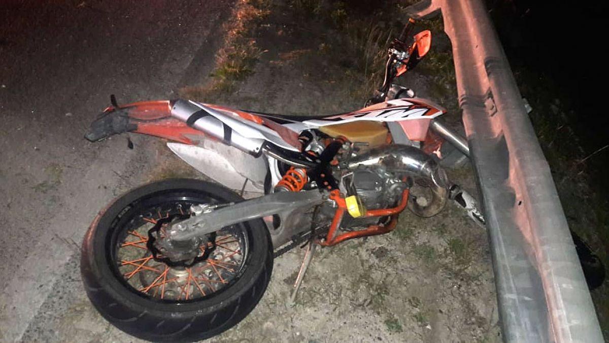 Un motard alcoolisé s'écrase contre une barrière de sécurité