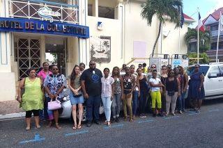 Les professeurs des écoles du primaire étaient réunis mardi devant l'Hôtel de la Collectivité.