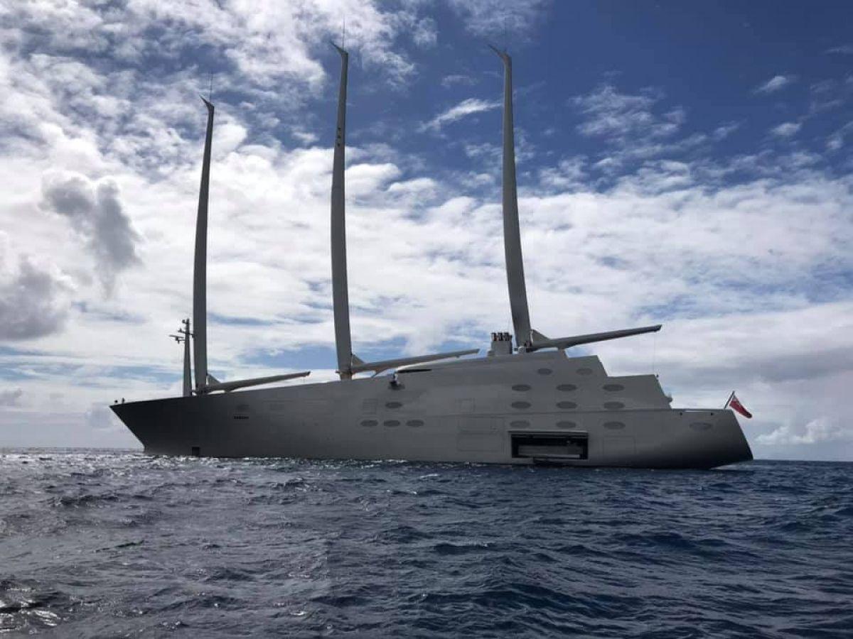 Le plus grand yacht à voile privé du monde au mouillage à Simpson Bay