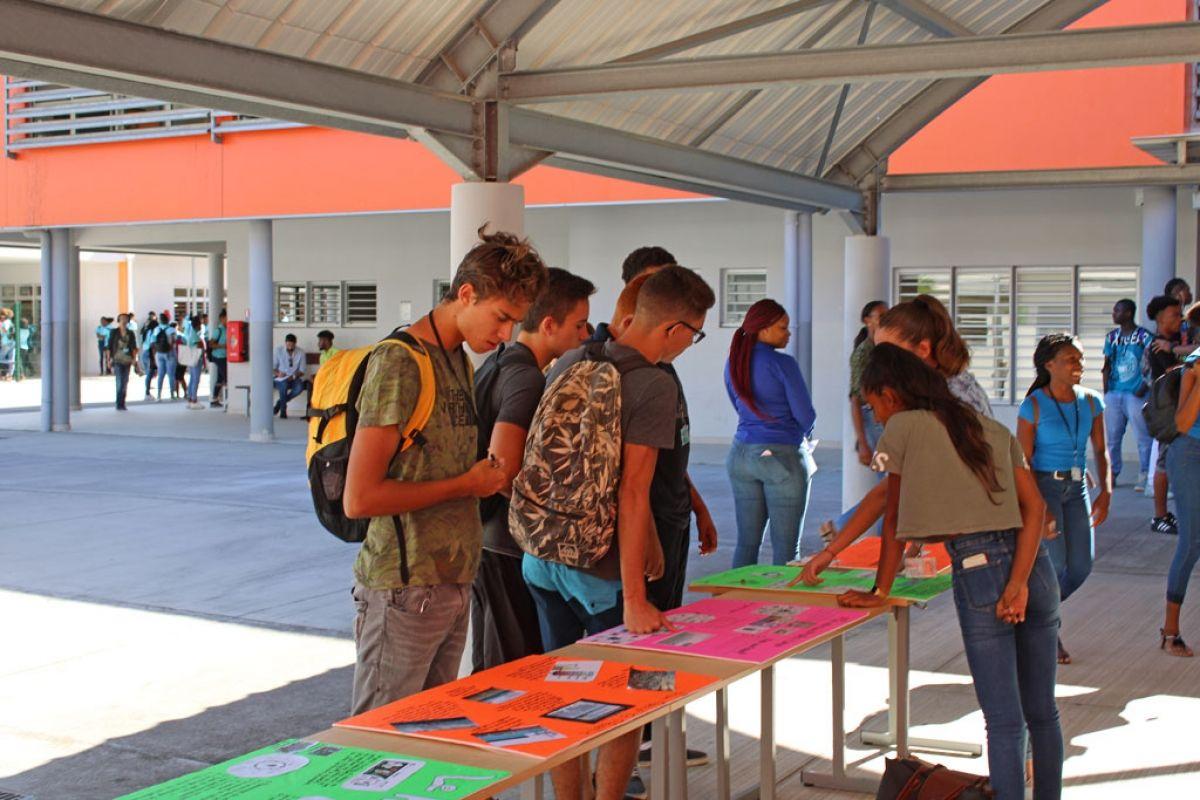 Les ateliers ont favorisé les échanges entre lycéens et collégiens