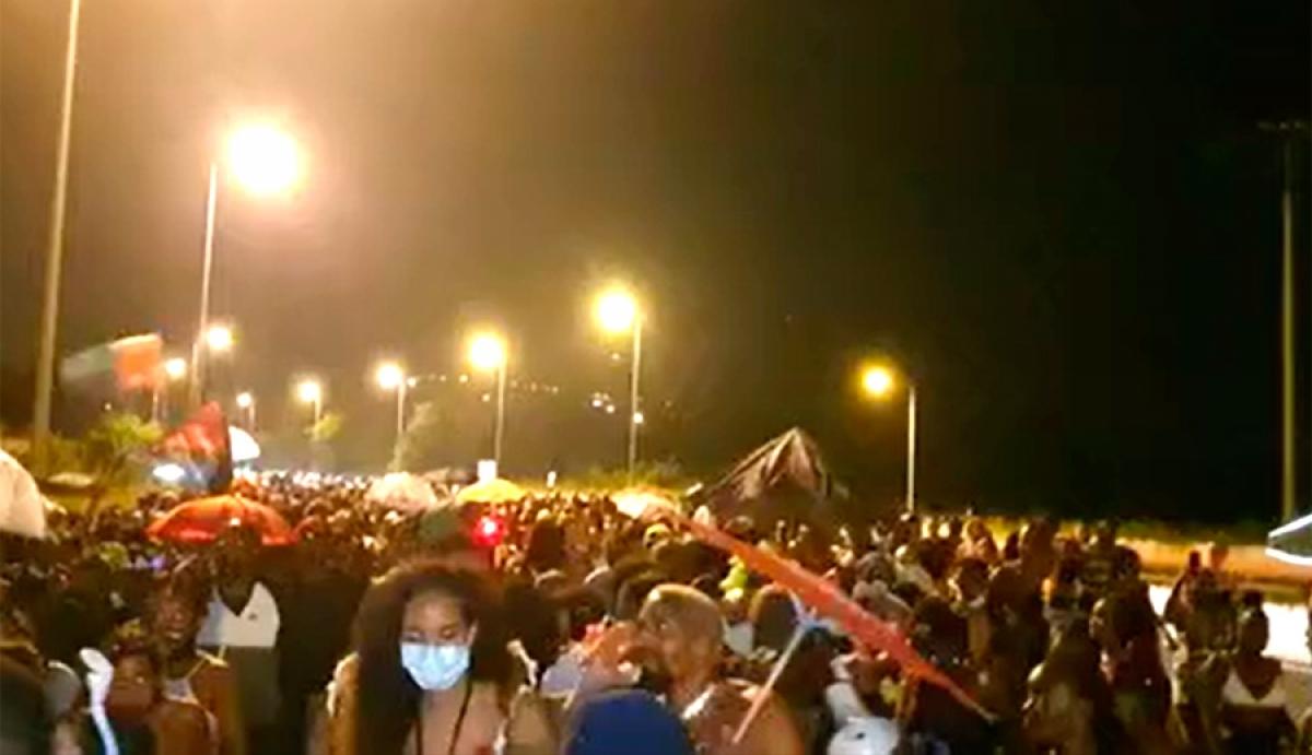 Le vidé du Lamentin, en Martinique s'est poursuivi sur l'autoroute A1,  provoquant un important embouteillage.