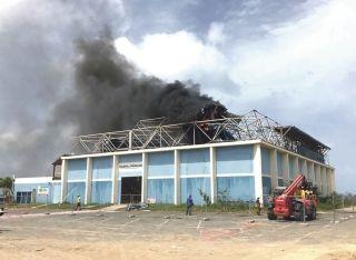 La salle omnisport de Galisbay en feu