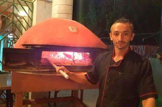 Au Napoletana : le Spécialiste de la Pizza Napolitaine au Feu de Bois