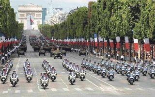 Mise à l'honneur sur les Champs Elysées des forces de secours  déployées après l'Irma