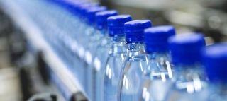 Les restaurateurs doivent constituer d'importants stocks d'eau minérale en bouteilles.
