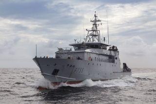 Le patrouilleur La Confiance déroute un navire surpris en flagrant délit de pêche illégale