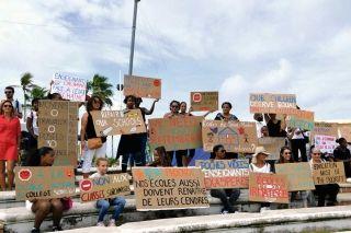 La communauté éducative de l'île marquaient hier matin leurs  préoccupations quant aux conditions de travail de plus en plus dégradées.