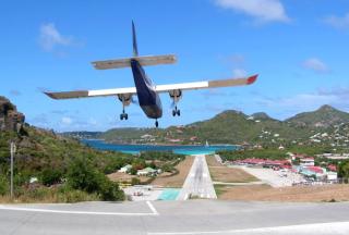 Des touristes américains  arrivent à Saint-Barthélemy via Porto-Rico